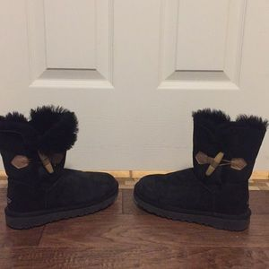 UGG Shoes - Excellent Condition Women's Black UGGs, size 5